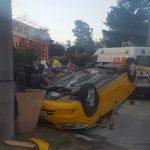 Espectacular choque entre dos autos en el boulevard Sarmiento
