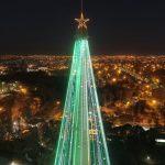 Córdoba quedó iluminada por su arbolito de Navidad de 90 metros
